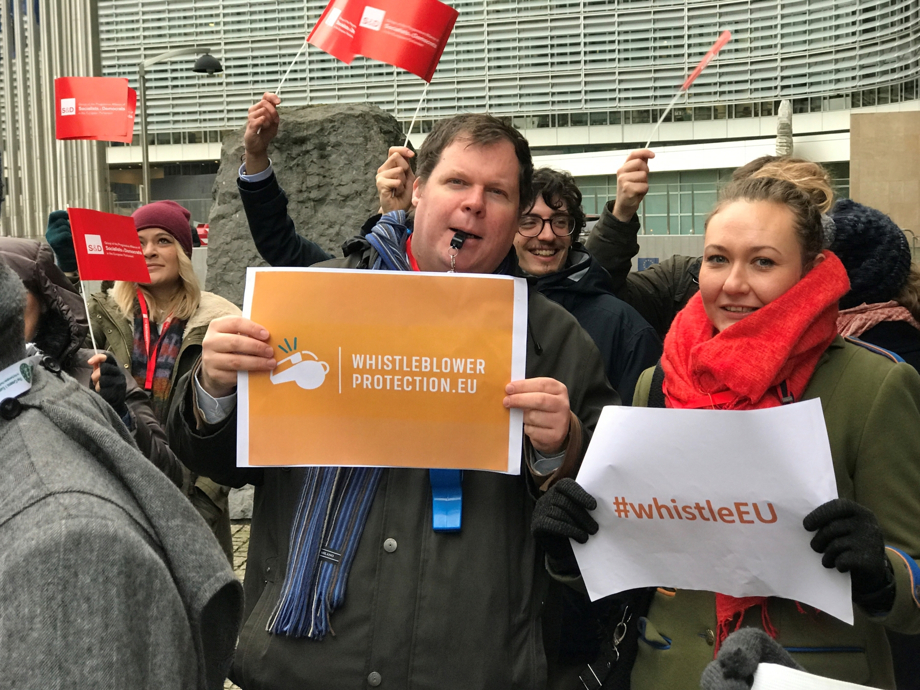 Martin Jefflén and Janina Mackiewicz from Eurocadres at the action outside Berlaymont.